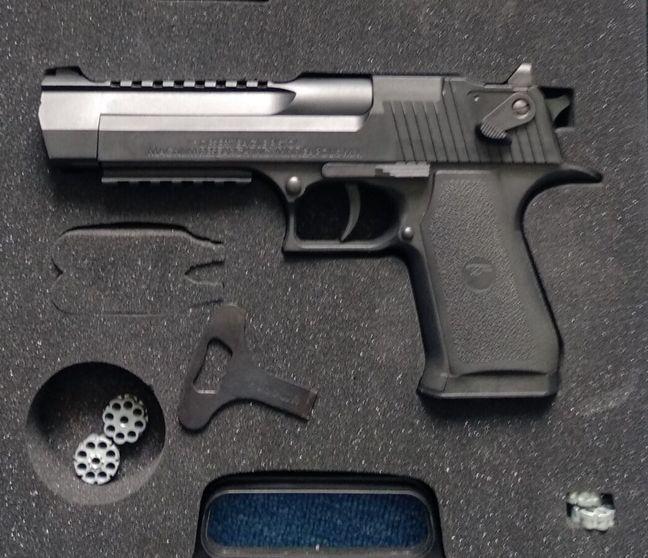 Пневматические пистолеты обычно используются для спортивной стрельбы или самообороны. При впечатляющем разнообразии сделать выбор непросто. Маркетологи E-Katalog составили рейтинг самых популярных моделей, достойных вашего внимания.