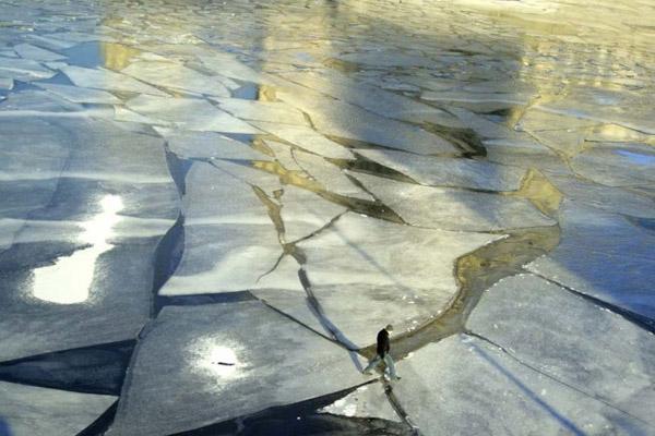 рыбалка, зимняя рыбалка, рыбалка по последнему льду, тонкий лед, мартовский лед, рыбалка в марте, провалился под лед, спасатели, подледный лов, рыбаки, рыболовы, мчс, что делать если провалился под лед