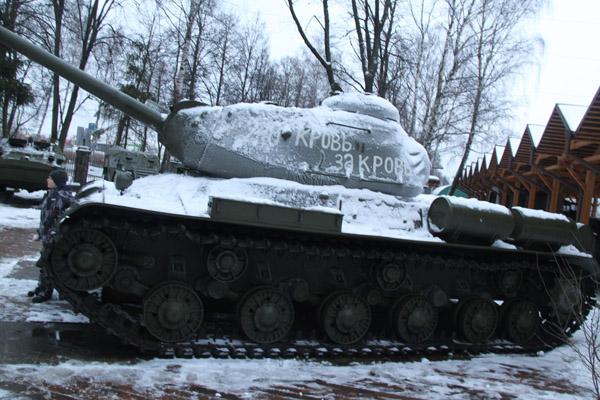Музей Техники Вадима Задорожного в Архангельском: Открытая экспозиция военной техники
