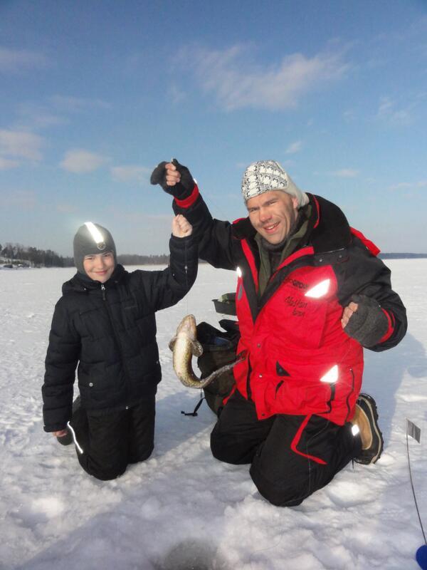 николай с сыном и петр с сыном были на рыбалке николай поймал