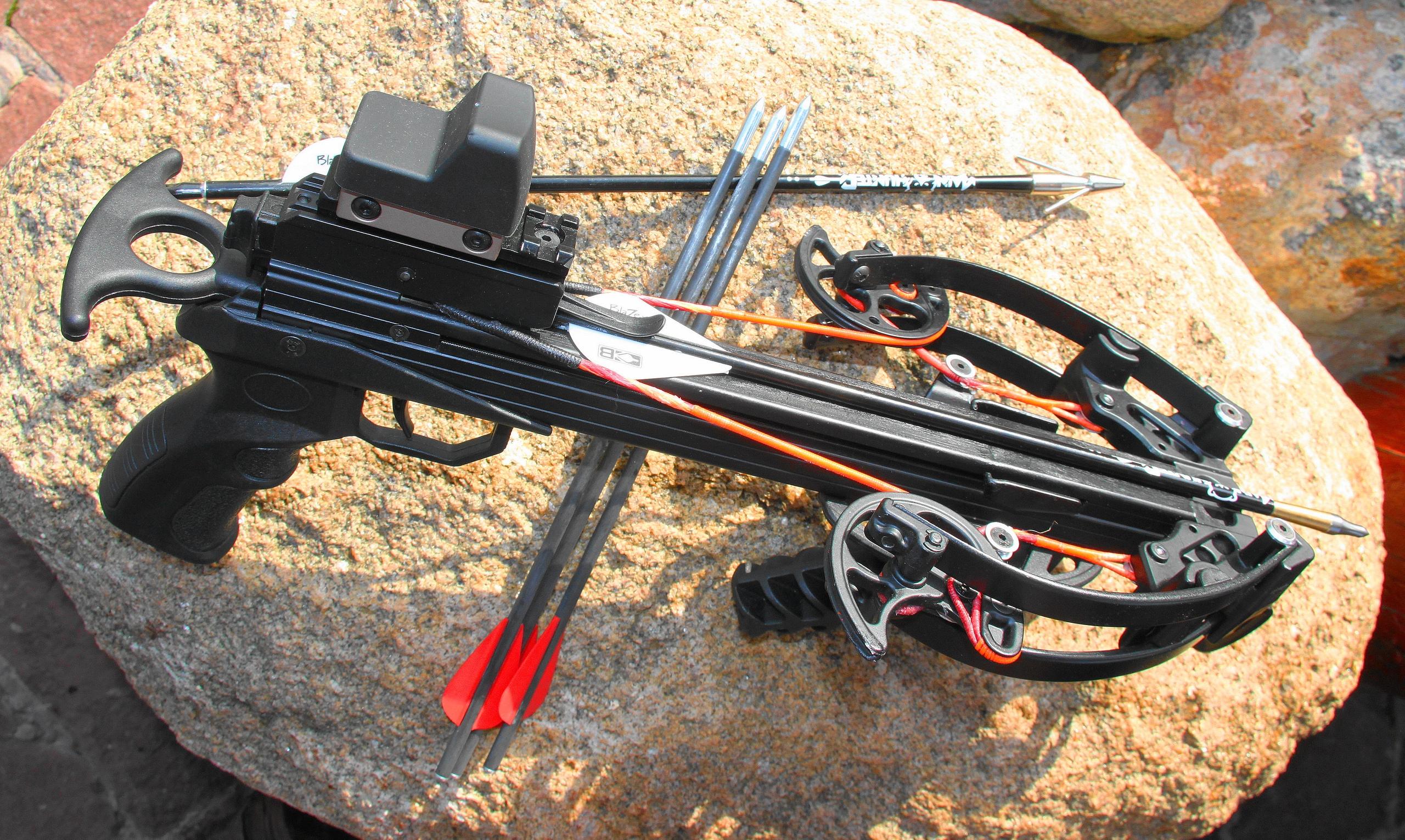 Super-compact compound MAMBA CROSSBOW-Рistol - Единственный в мире сверх-портативный охотничий арбалет-пистолет. Самый компактный в мире блочный арбалет, единственный в мире блочный арбалет-пистолет весом до 1 кг, самый быстрый в мире арбалет-пистолет, единственный в мире арбалет с встроенным шнуровым самоубирающимся натяжителем, единственный в мире охотничий арбалет-пистолет, самый легкий в мире арбалет со скоростью вылета стрелы 350 FPS и более, арбалет с самым бесшумным выстрелом и перезаряжанием, - все это новейший арбалет-пистолет Мамба от MainHunter.ru