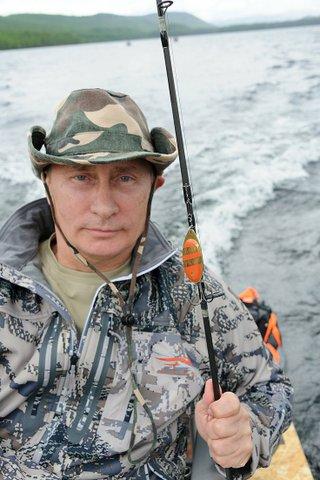 Путин на рыбалке, Путин поймал щуку, фото Путин щука, Путин в Тыве, Путин в Хакасии, Путин и Медведев на рыбалке фото, Путин и Шойгу на рыбалке фото, Путин щука