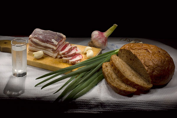 Польза сала, полезные свойства сала, польза сала с чесноком, толстеют ли от сала, сколько можно есть сала, лечение салом, как выбрать сало, сало соленое рецепт, сало соленое с чесноком рецепт, сало свиное