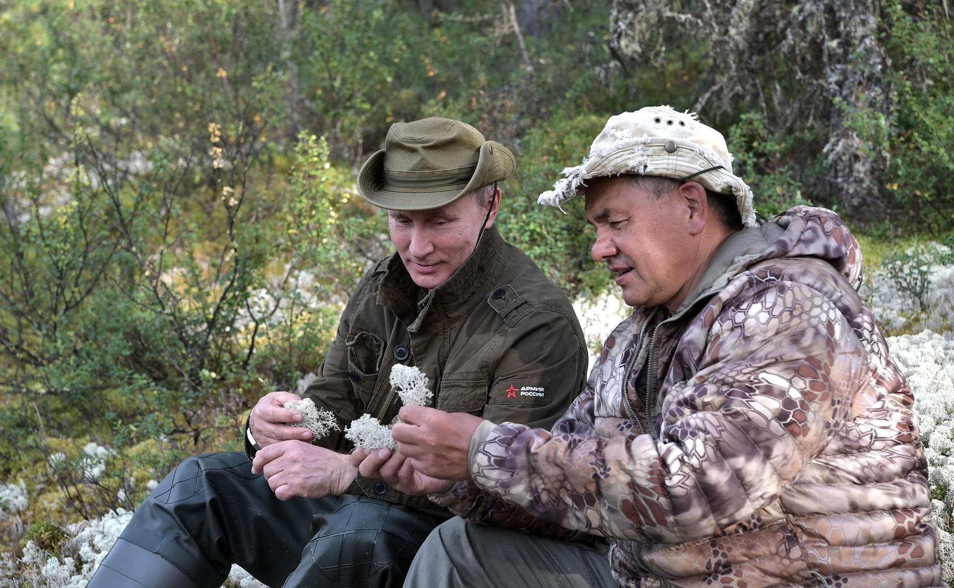 Владимир Путин и Сергей Шойгу на рыбалке и подводной охоте 1-3 августа 2017 года Тыва