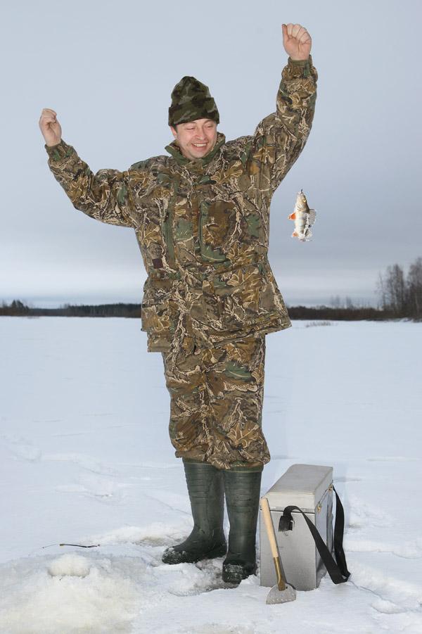 Рыбалка по первому льду, лед, рыбалка по льду, зимняя рыбалка, когда можно ловить, где клюет, на что ловить, место для рыбалки по первому льду, когда клюет по первому льду, на что ловить по первому льду, снаряжение для зимней рыбалки по первому льду